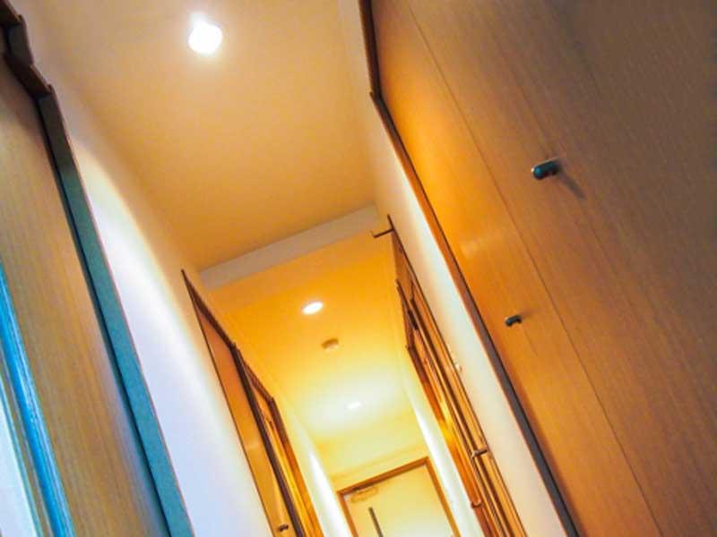 家の廊下の照明