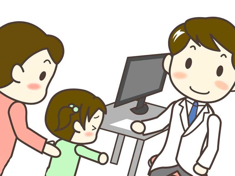 病院で医師に診察してもらう子供とお母さんのイラスト
