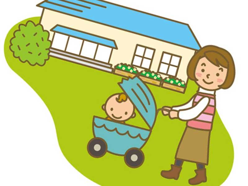 支援センターに行く子供とお母さん
