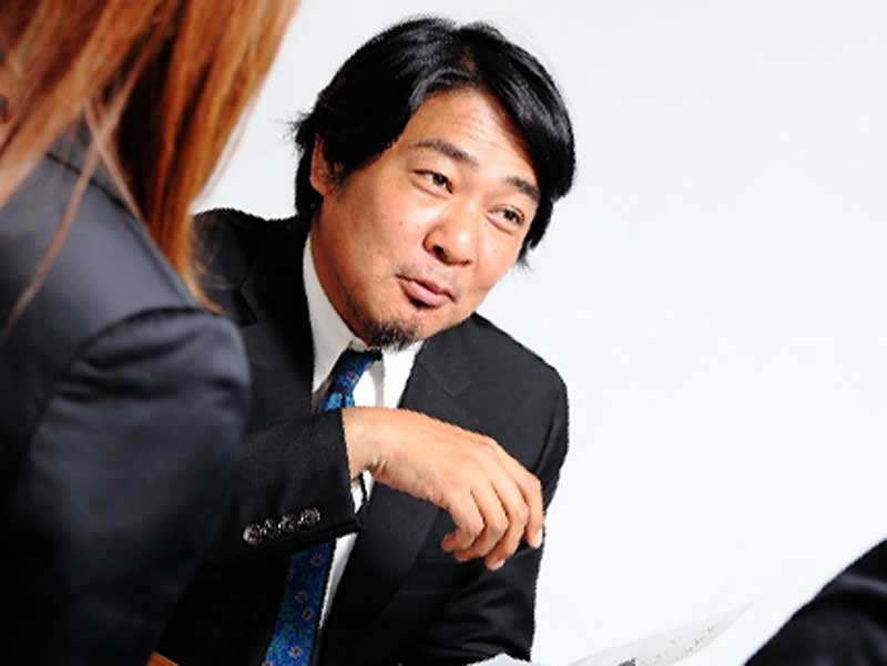 話をしている会社の上司