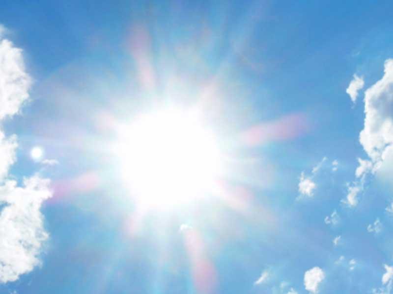 太陽の光と雲