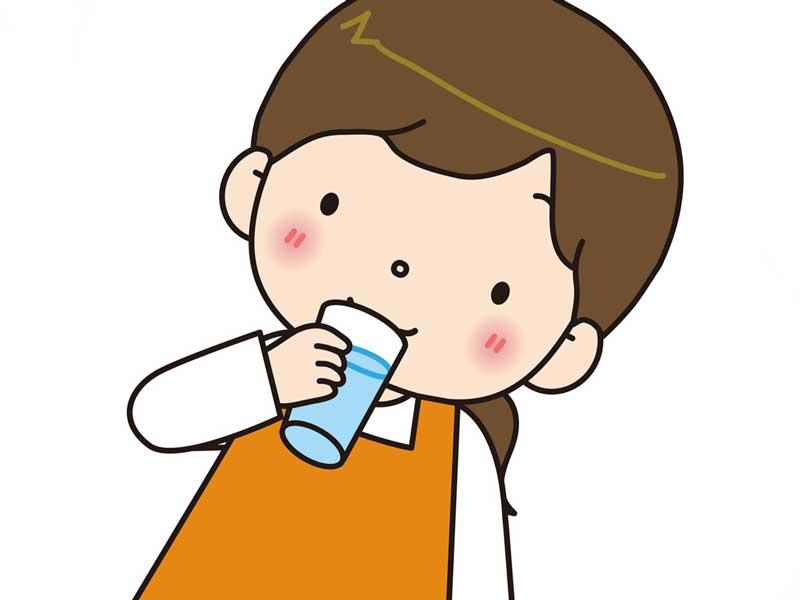 水を飲んでいる妊婦のイラスト