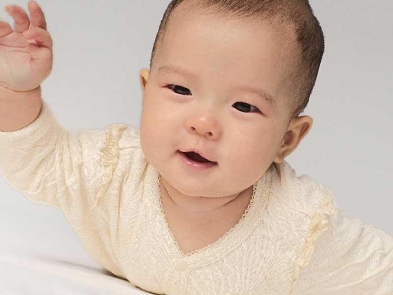 可愛く元気な赤ちゃん