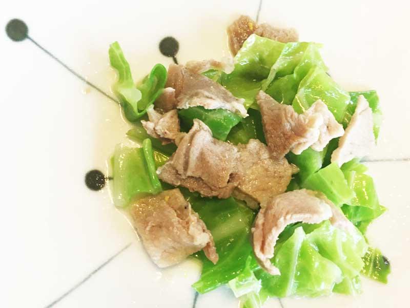 豚肉とキャベツの蒸し煮