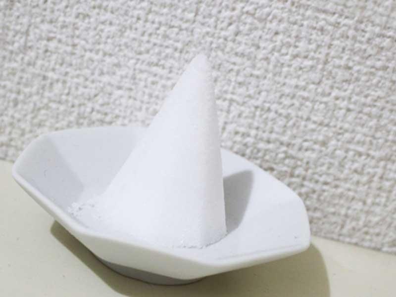 皿の中の盛り塩