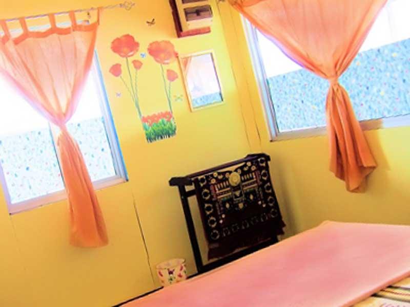 暖色系の寝室