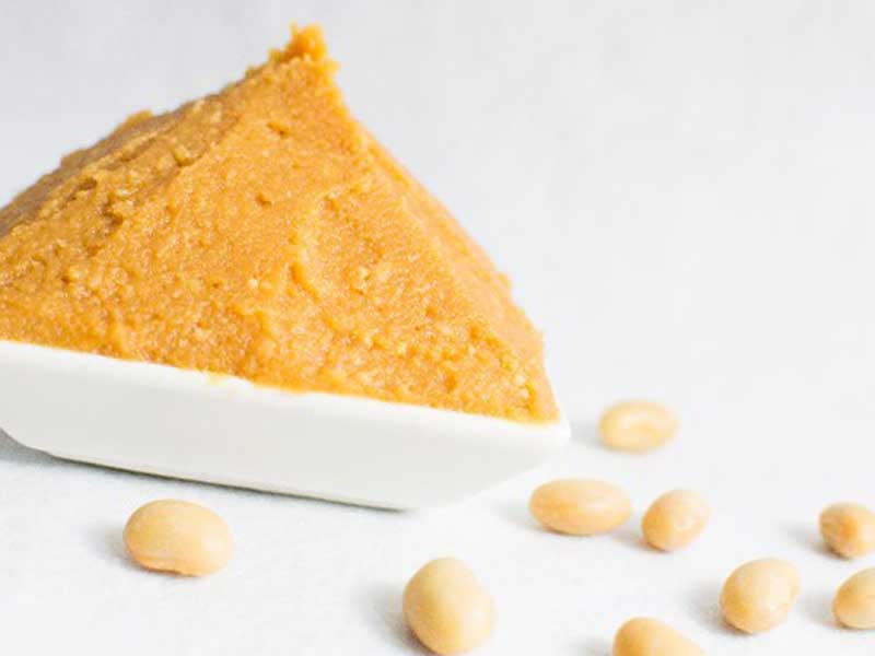 大豆と大豆で作られた味噌