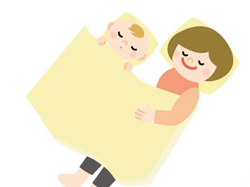 赤ちゃんに添い寝をしているお母さんのイラスト