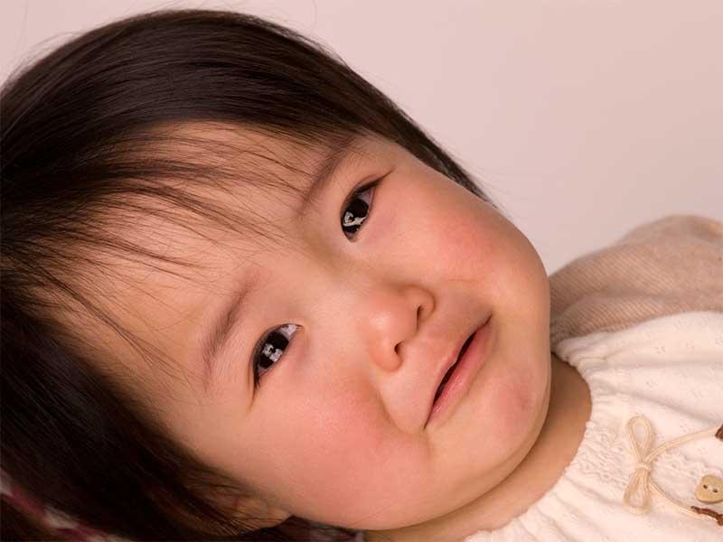 泣いている赤ちゃんの顔