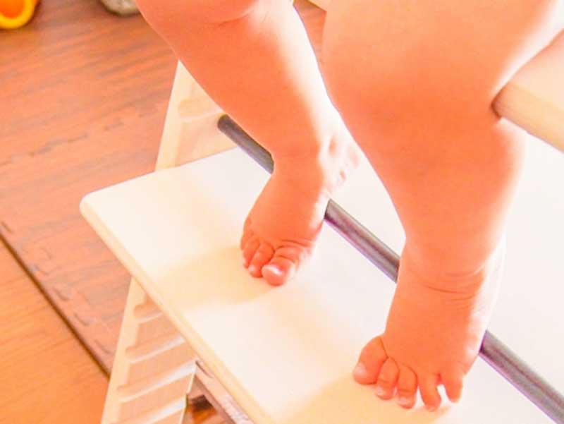 裸足の赤ちゃん