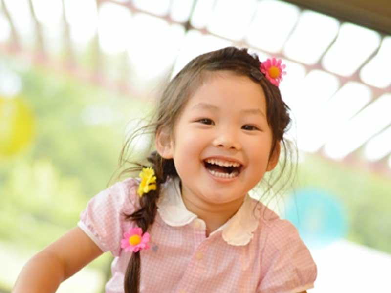 元気で笑顔の子供