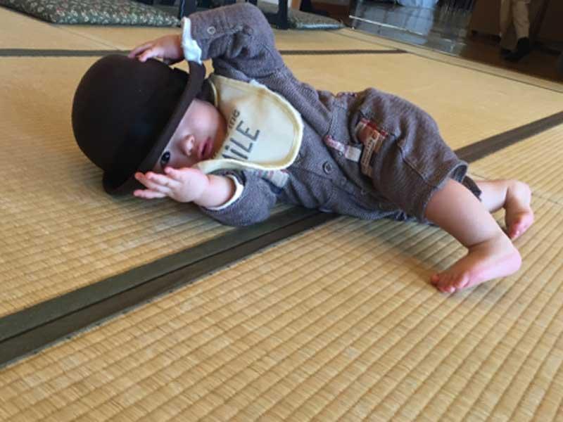 寝返り期の赤ちゃん