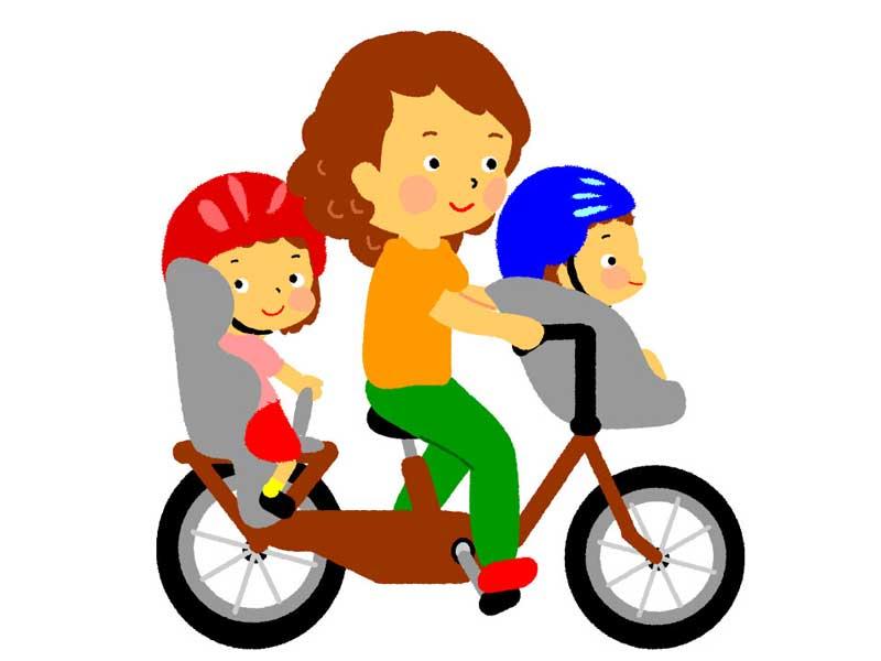 自転車の前と後ろに子供を載せているお母さんのイラスト