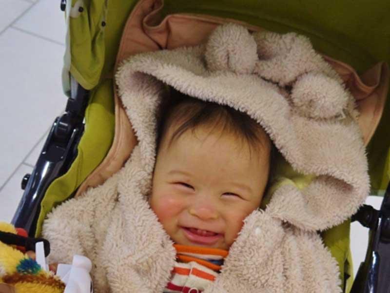 ベビーカーの中にいる赤ちゃん