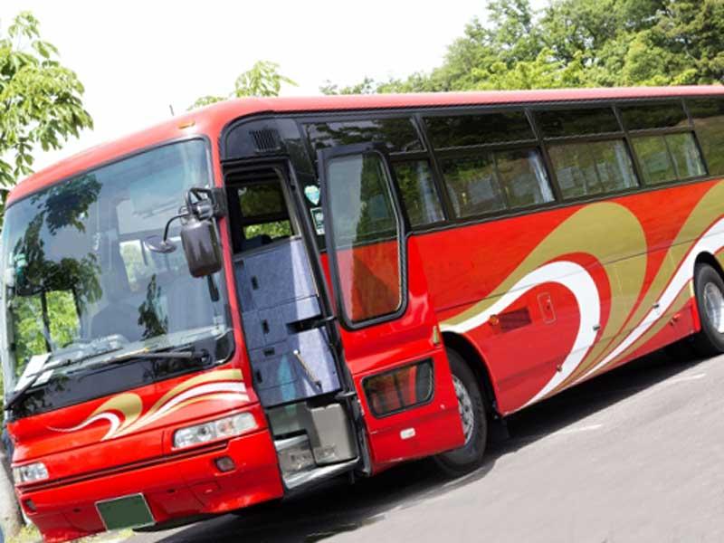 旅行会社の観光バス