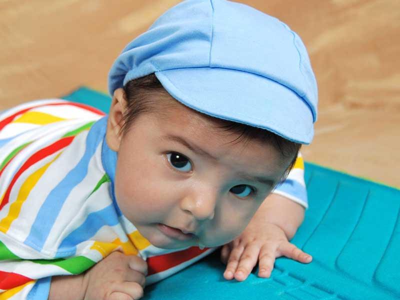 生後7、8ヶ月の赤ちゃん