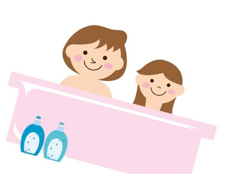 娘と一緒にお風呂を入るお母さんのイラスト