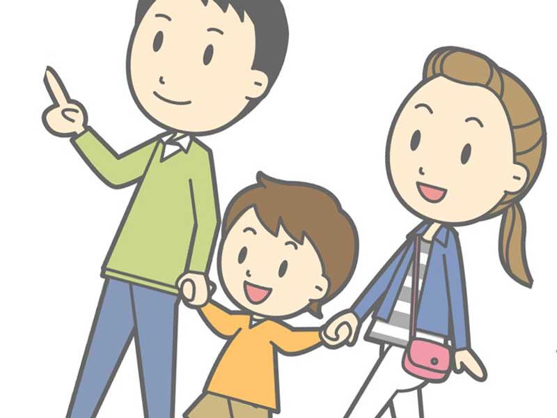 楽しく出かける家族のイラスト