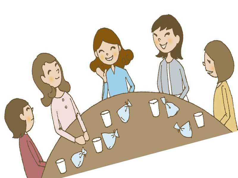 お茶会をしているママ友達のイラスト
