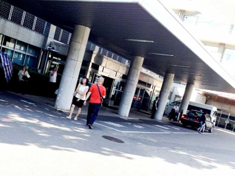 大学病院の前