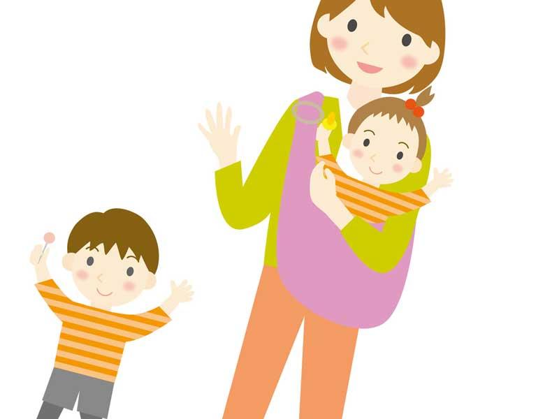 子供を連れて赤ちゃんを抱っこする女性のイラスト