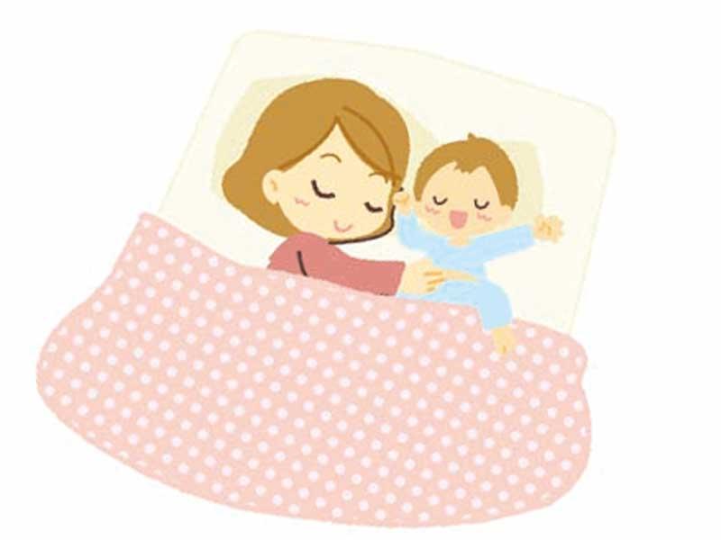 子供と一緒に寝ているお母さんのイラスト