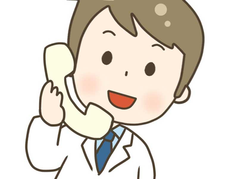 電話に出ている病院の医師のイラスト
