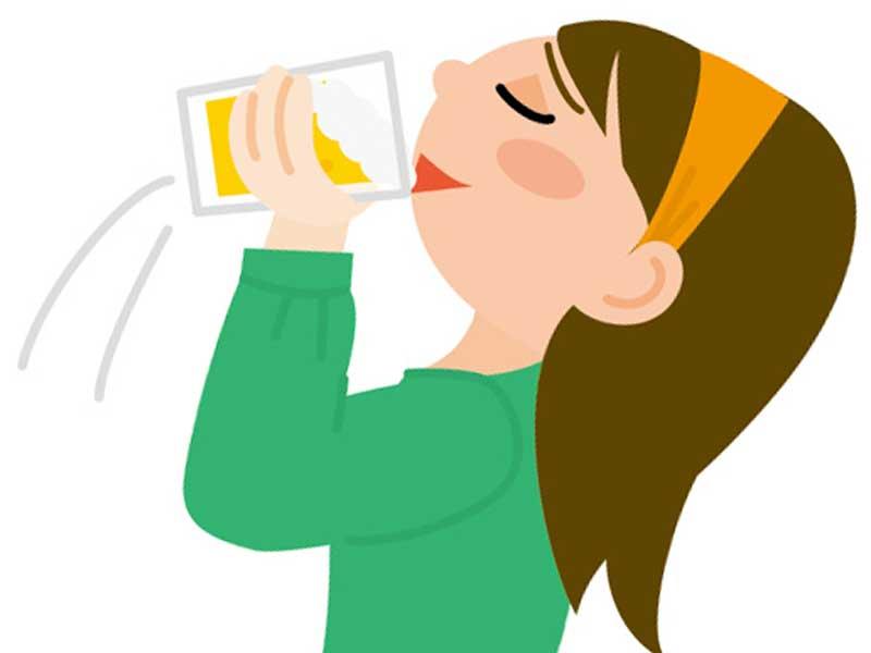 ビールを飲んでいる妻のイラスト
