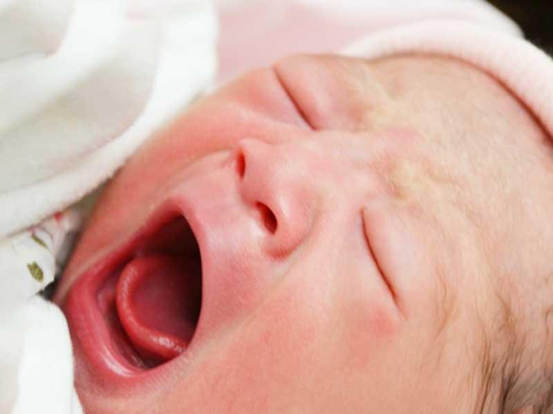 生まれたばかりの元気な赤ちゃん