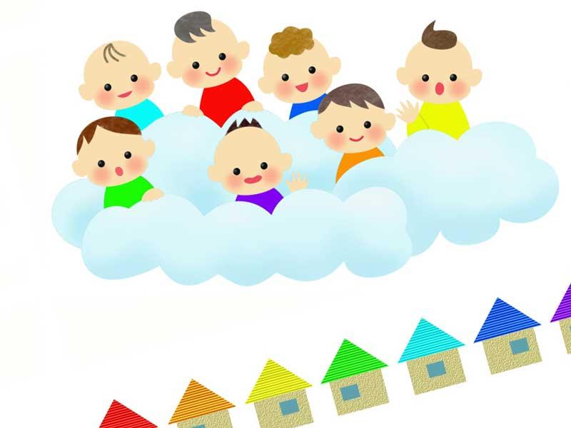 下の沢山の家を見ている雲の上にいる赤ちゃん達のイラスト