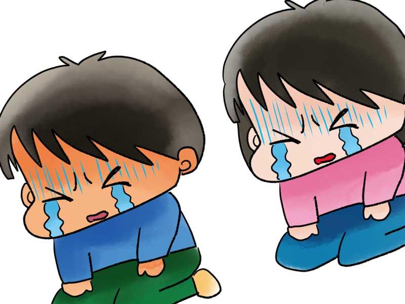 泣いている夫婦のイラスト