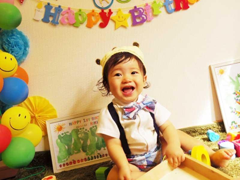 赤ちゃんの一歳の誕生日でデコレーションをした部屋