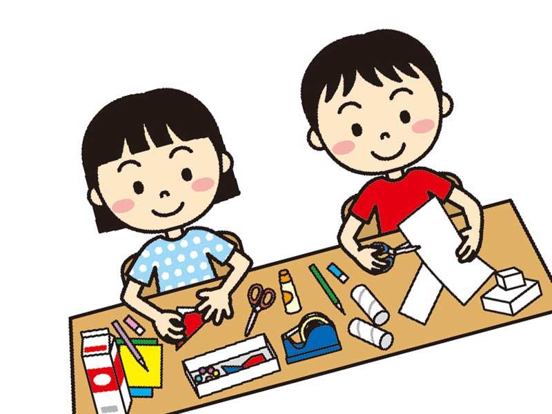 幼稚園で工作をしている子供達のイラスト
