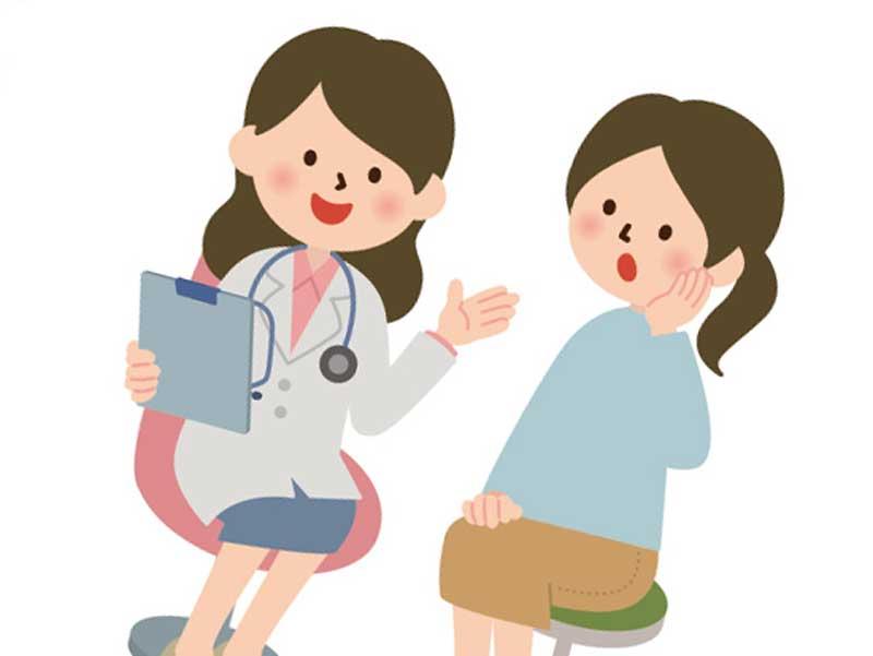 医師と相談するお母さんのイラスト