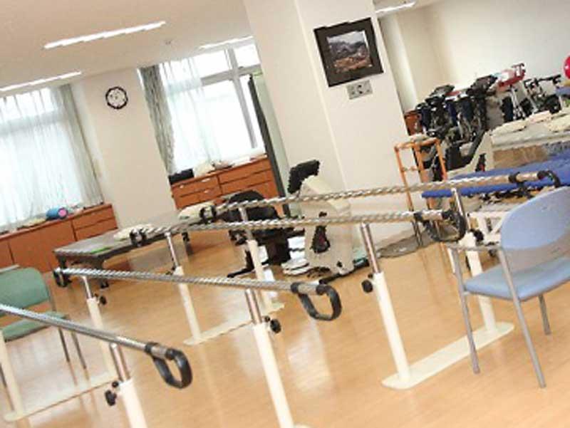 病院のリハビリ室