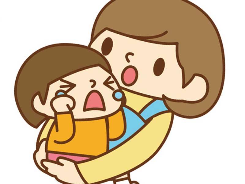 保育園の先生に抱っこされる泣いている子供のイラスト