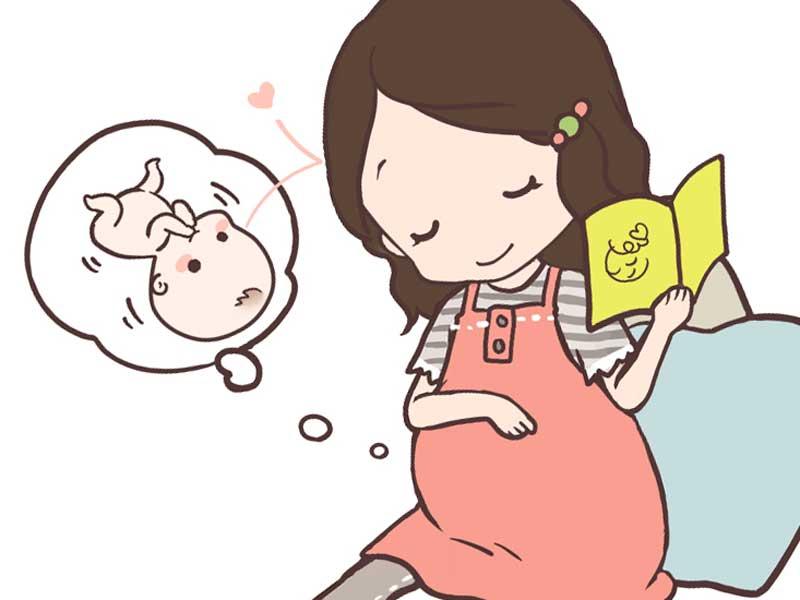 胎動を感じる妊婦さんのイラスト
