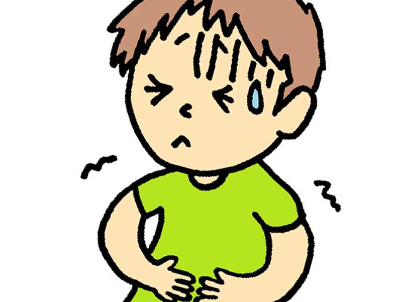 腹痛でお腹をおさえている子供のイラスト