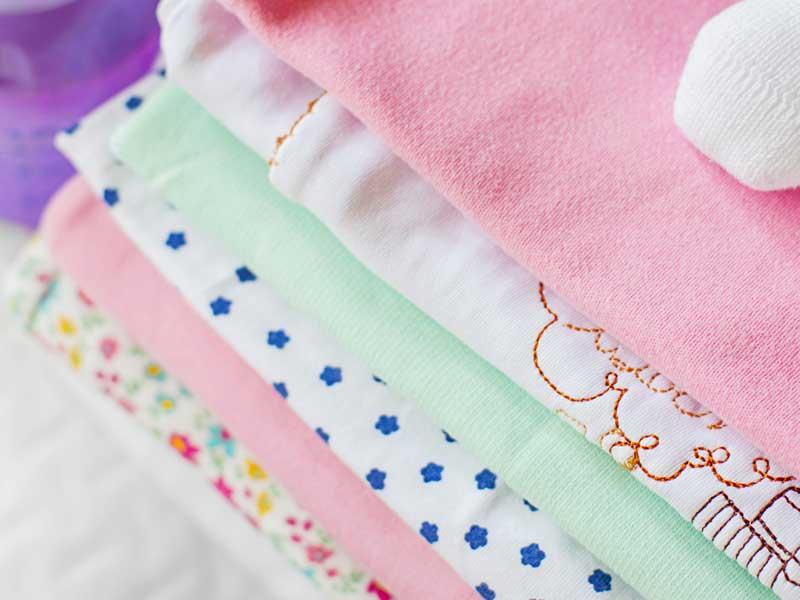 畳んでいた赤ちゃんの服
