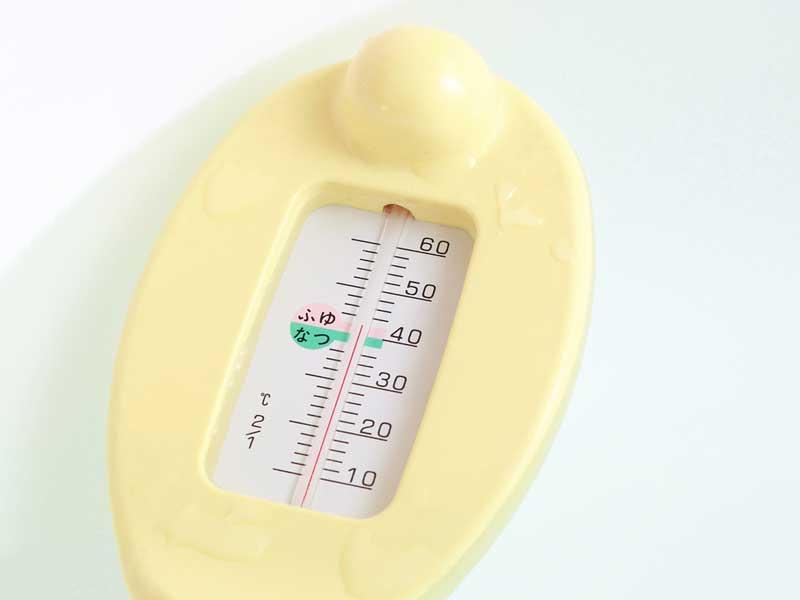 赤ちゃん風呂用の温度計