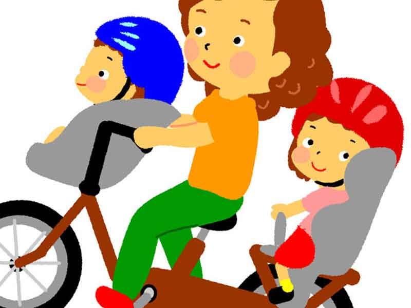 子供を自転車の前後に乗せているお母さんのイラスト