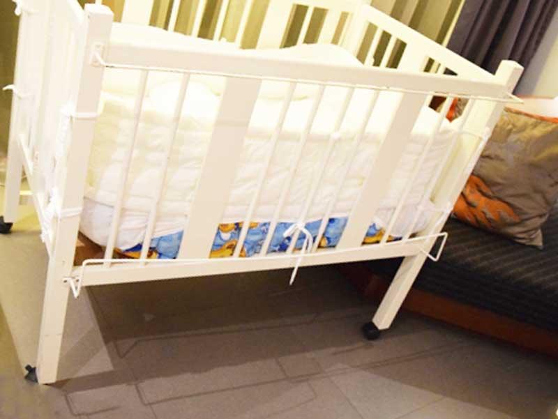 赤ちゃん部屋のベビーベッド