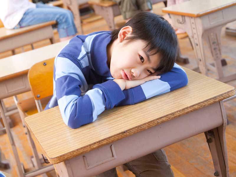 疲れている小学生