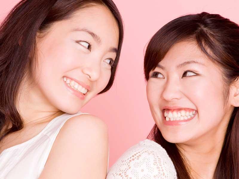 仲がいい笑顔の友達