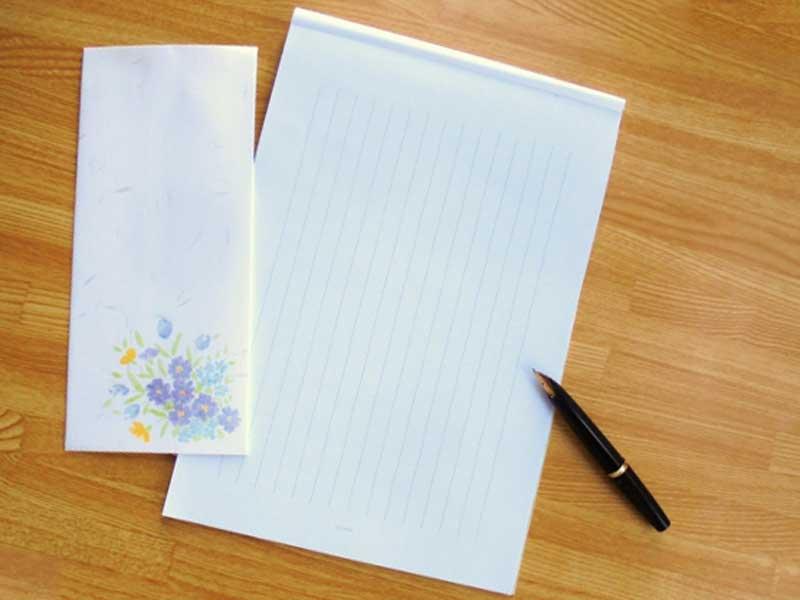 封筒、ペンと手紙用紙
