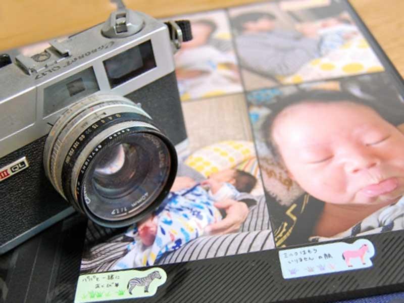 カメラと赤ちゃんの写真のアルバム