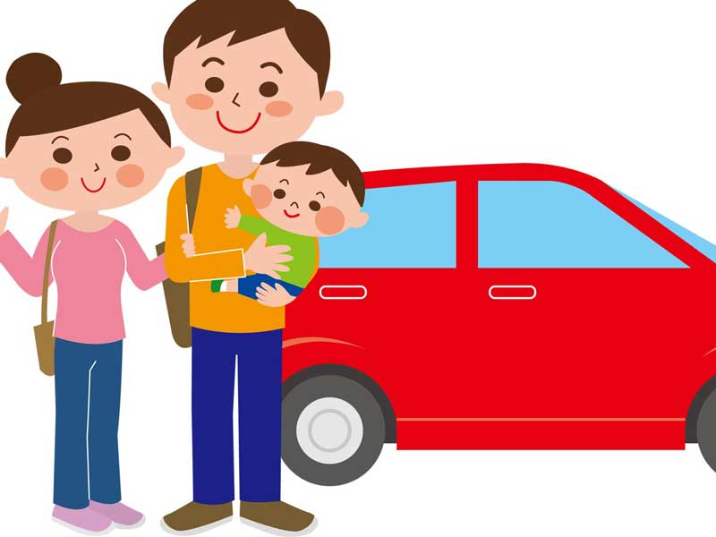 車で赤ちゃんを連れて旅行する家族のイラスト