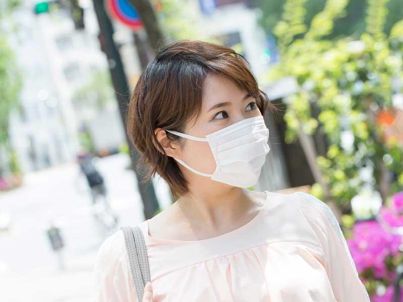 マスクを着用している妊婦さん