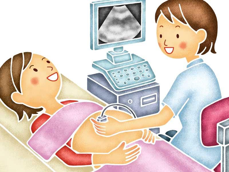 健診で超音波検査をしている妊婦さん