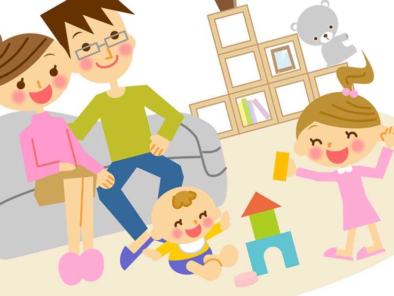 積み木で遊んでいる子供たちを見守ってる両親のイラスト